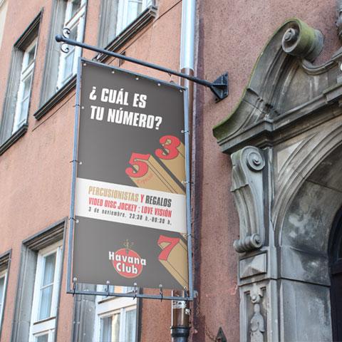 diseñador de lonas para fachada, banderolas y rótulos