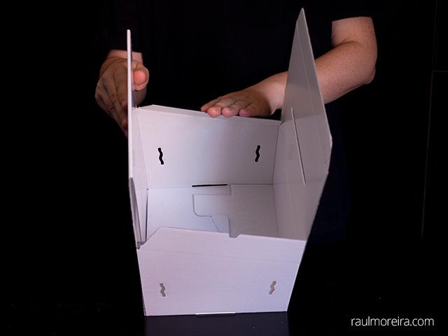 Montaje urna publicitaria en cartón. Aletas parte superior 1.