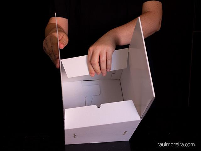 Montaje urna publicitaria en cartón. Aletas parte superior 3.